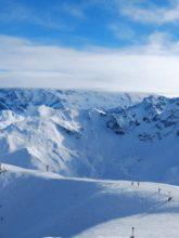 Snowcomparison.com + top ski resorts near geneva