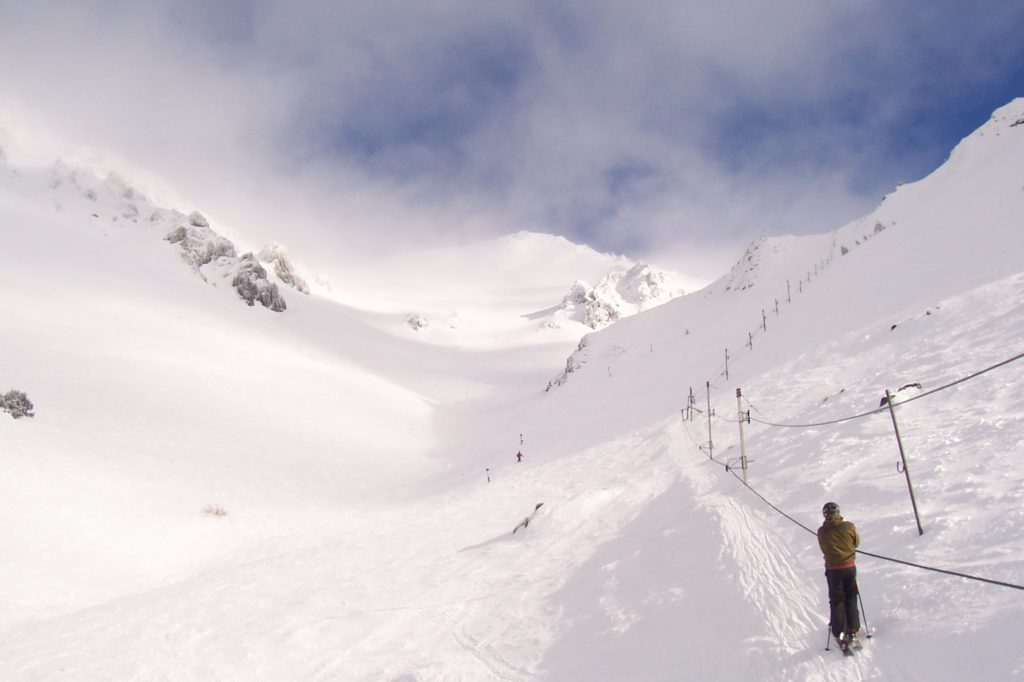 How to Ski in the Southern Hemisphere - Craigieburn Valley New Zealand Snowcomparison.com