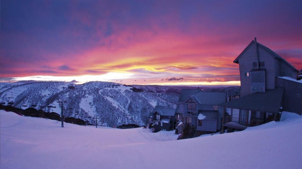 How to Ski in the Southern Hemisphere - Mt Hotham Australia Snowcomparison.com